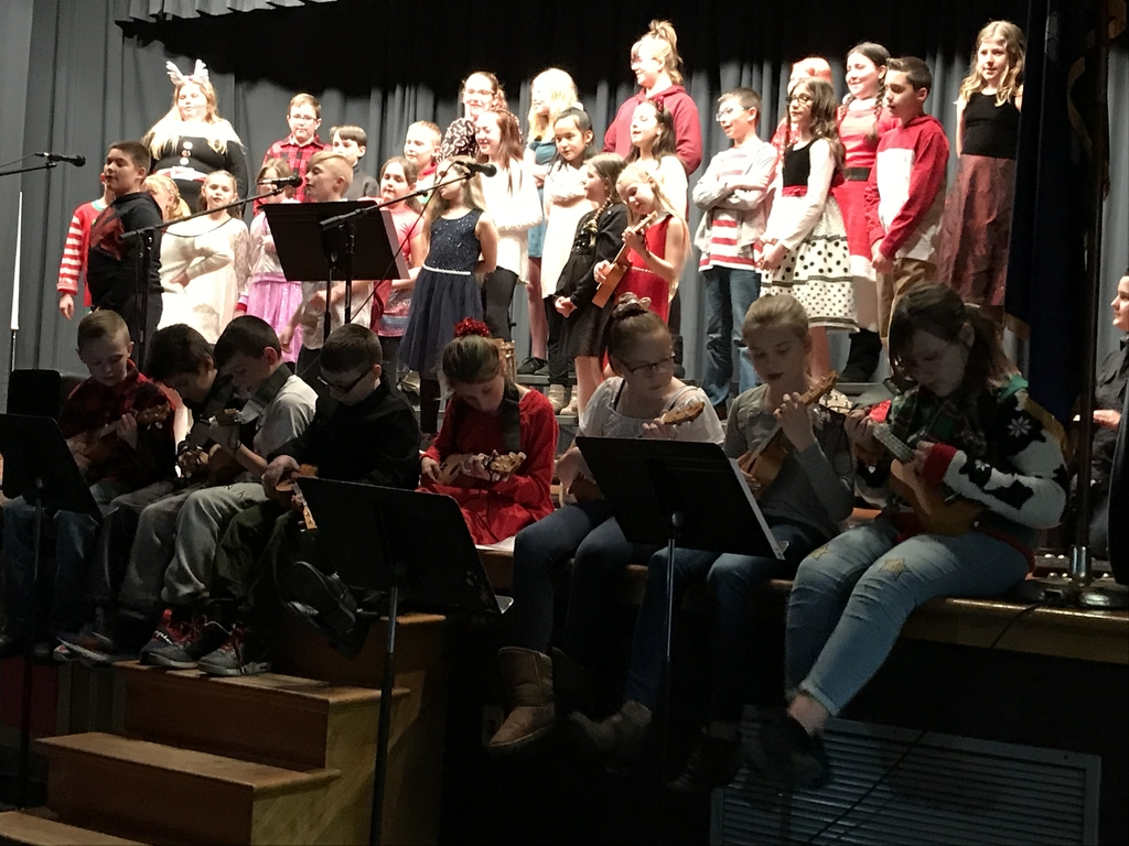 5th Grade Choir and Ukulele Band